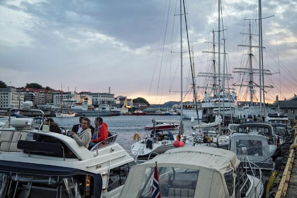 Fiestas en los barcos en las noches de verano