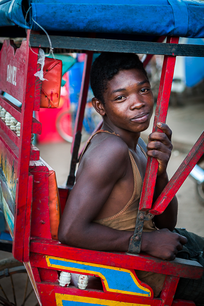 6-Omnifoto-conductor de tuc-tuc-Madagascar