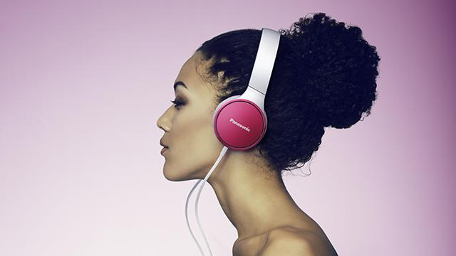 En casa o de viaje: los nuevos auriculares HF300 aúnan calidad de sonido y estilo
