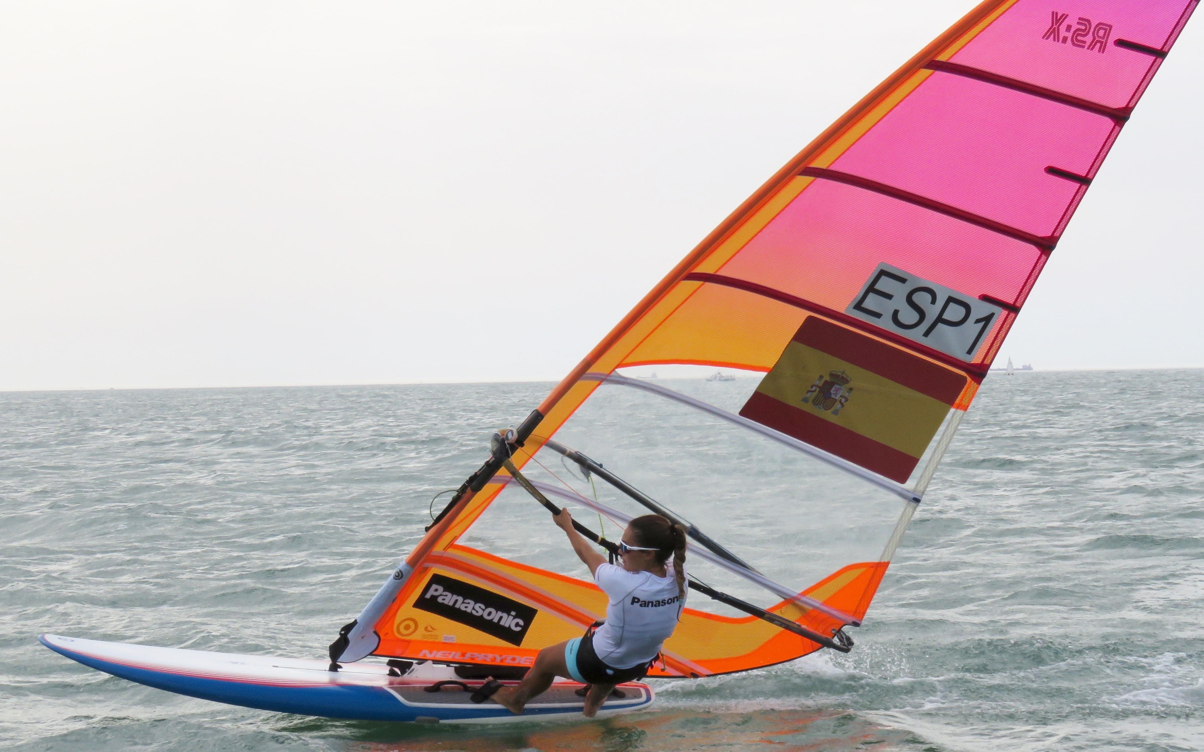 Apostamos por la campeona mundial de windsurf: Blanca Manchón